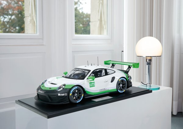 Porsche 911 (991.2) GT3 R 2019 Presentation Version 1-99/99 Minichamps 1:8