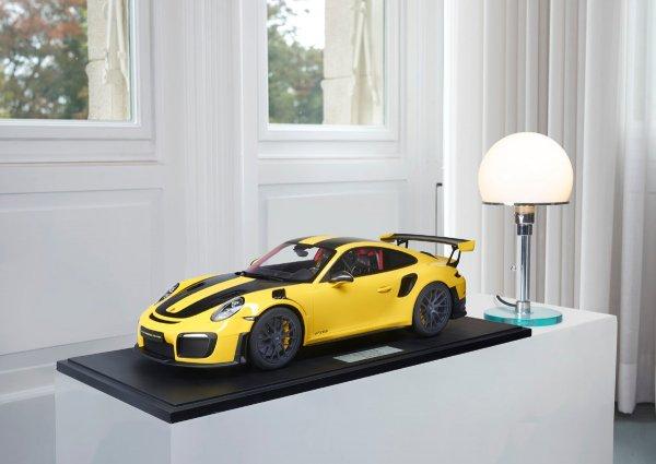 Porsche 911 (991.2) GT2 RS 2018 Racing Yellow Weissach Package 1-191/191 Minichamps 1:8 – Model on base plate