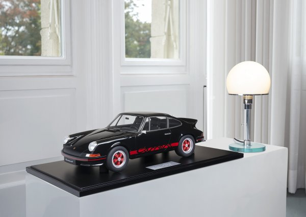 Porsche Carrera RS 2.7 Lightweight 1973 Black/Red 1-99/99 Minichamps 1:8 – Model on base plate