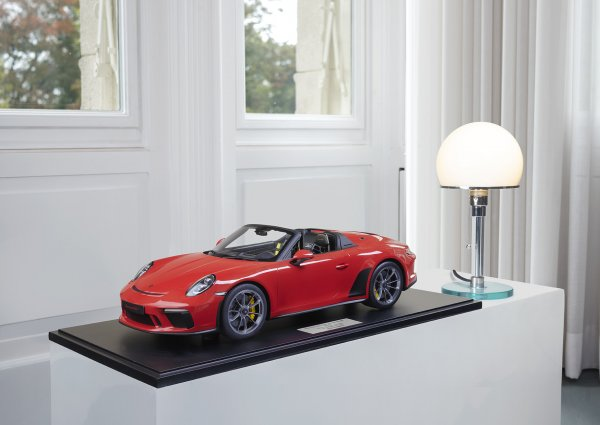 Porsche 911 (991.2) Speedster 2019 Guards Red 1-191/191 Minichamps 1:8 – Model on base plate