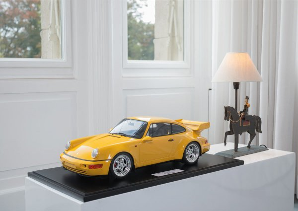 Porsche 964 Carrera RS 3.8 1994 Speed Yellow 1-164/164 Minichamps 1:8 – Model on base plate
