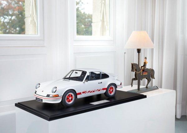 Porsche Carrera RS 2.7 Lightweight 1973 Grand Prix White/Red 1-191/191 Minichamps 1:8 – Model on base plate
