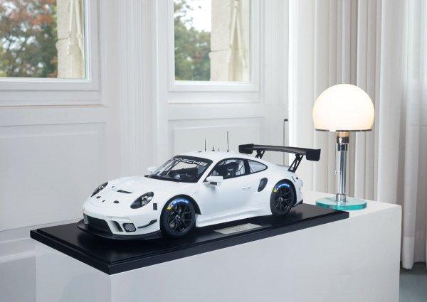 Porsche 911 (991.2) GT3 R 2019 Minichamps 1:8 1-99/99